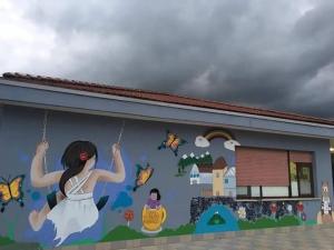 Il murales che rende viva la scuola del quartiere Crocevecchia